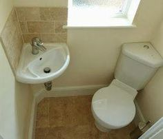 Compact bathroom- corner sink and corner toilet Tiny Bathrooms, Tiny House Bathroom, Bathroom Toilets, Amazing Bathrooms, Bathroom Small, Compact Bathroom, Corner Sink Bathroom, Small Bathtub, Bathroom Sinks