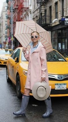 Blair Eadie of Atlantic-Pacific shares a pink, feminine Stutterheim rain outfit as well as some of her favorite rain looks from the past eight years! Raincoat Outfit, Yellow Raincoat, Rainy Outfit, Outfit Of The Day, Outfits For Rainy Days, Outfit Winter, City Rain, Hunter Boots Outfit, Outfits