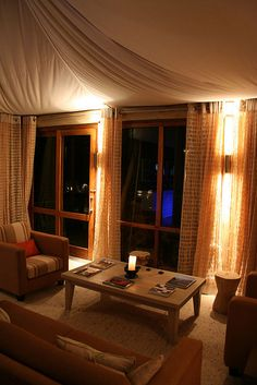 Dwyka Lodge at night by Reis. In stijl., via Flickr
