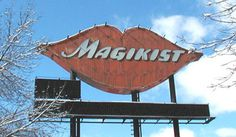 The old Magikist neon signs on the expressways in Chicago! Visit Chicago, Chicago City, Chicago Area, Chicago Style, Old Neon Signs, Vintage Neon Signs, Old Signs, Cicero Illinois, Chicago Buildings