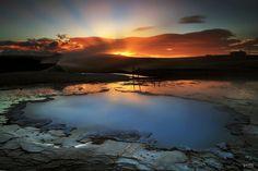 アイスランドに湧き上がる熱水