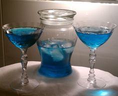 Drinking with the Doctor: Sci-fi Themed Cocktails Weird Food, Crazy Food, Star Trek Party, Alcoholic Drinks, Cocktails, Vanilla Vodka, Lime Soda, Blue Curacao, Party Food And Drinks