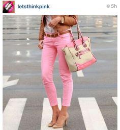 Love tha light pink pants and tha bag is wonderfull!