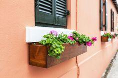 ***¿Cómo hacer un Cajón de Siembra?*** Aquí te enseñamos a hacer un cajón para colocar plantas en tiestos o sembrar ¡y usando lo que tienes en casa!......SIGUE LEYENDO EN...... http://comohacerpara.com/hacer-un-cajon-de-siembra_12830h.html #Huertaencajones