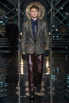 Versace Men's Fall Winter 2014/15 Fashion Show