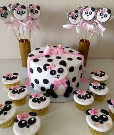 Panda Birthday Cake, 1st Birthday Cakes, Baby Birthday, Panda Themed Party, Panda Party, Panda Cupcakes, Animal Cupcakes, Bolo Panda, Panda Baby Showers