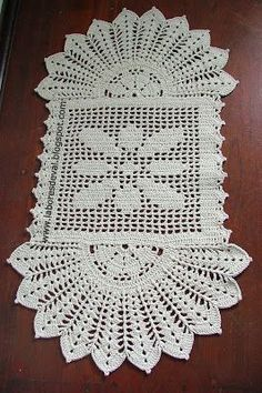 de tapetes de barbante_Pesquisa do Baidu Crochet Home, Love Crochet, Crochet Flowers, Crochet Placemats, Crochet Table Runner, Doily Patterns, Crochet Patterns, Wiggly Crochet, Crochet Dollies