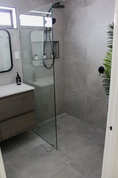 Strategy, methods, including resource with respect to getting the very best outcome and also ensuring the optimum utilization of walk in shower tile ideas Black Shower, Large Shower, Bathroom Design Small, Bathroom Interior Design, Bathroom Designs, Interior Ideas, Bathroom Renovations Perth, Bathtub Shower Combo, Open Showers