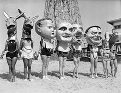 Vintage (Creepy) Black and White Photography that I like ~ Angelika Hyde Venice Beach, Kasimir Und Karoline, Old Photos, Vintage Photos, Black White, Art Brut, Monochrom, Coney Island, Weird And Wonderful