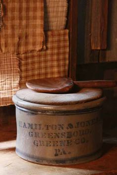 gorgeous Hamilton & Jones stoneware cake crock w/wooden lid