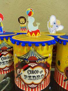 Lata personalizada em adesivo vinil, pode molhar, não mancha. Toda decorada no tema circo Vintage. A lata tem de altura 15cm , é uma lata de 800gr.