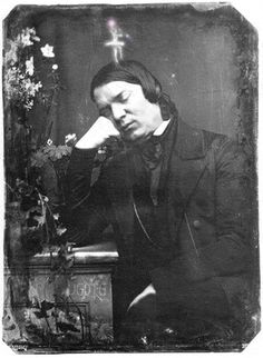 un-gif-dans-ta-gueule: Robert Schumann needs some sleep Anim Gif, Gif Animé, Animated Gif, Der Pianist, Cello Concerto, Classical Music Composers, Jolie Photo, Chor, Conductors