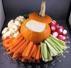 A really clever idea for a Halloween party or even a fall birthday party! by A really clever idea for a Halloween party or even a fall birthday party! Halloween Bebes, Halloween Treats For Kids, Halloween Birthday, Easy Halloween Appetizers, Fall Birthday Parties, Thanksgiving Appetizers, Thanksgiving Decorations, Harvest Party Decorations, Harvest Birthday Party