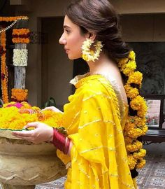 51 Most Beautiful Indian Bridal Makeup Looks and Clothing Ideas - Dulhan Images - AwesomeLifestyleFashion Pakistani Wedding Outfits, Pakistani Wedding Dresses, Bridal Outfits, Pakistani Suits, Punjabi Suits, Indian Outfits, Mehndi Outfit, Mehndi Dress, Mehendi