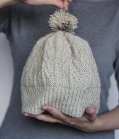 """Hoy ha salido a la venta el Shirakaba Hat diseñado por @eritml y para el que hice esta prueba de patrón con Moeke Yarns Elena. . Es un patrón con una estética de lo más invernal con abetos bien definidos y un gracioso pompón. . Y encima es una buena excusa para participar en el #mymakealong2016 organizado por @moekeyarns en la categoría de """"Everything goes"""" y optar a distintos premios  . #lana #lanas #ravelry #yarn #wool #moekeyarnselena #moekeyarns #yarnlife #ohlanas #yarnshop #knitlife…"""