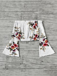 Shop Bardot Flute Sleeve Floral Print Random Crop Top at ROMWE, discover more fashion styles online. Teen Fashion Outfits, Girly Outfits, Cute Summer Outfits, Spring Outfits, Casual Outfits, Cute Outfits, Mode Grunge, Cute Shirts, Cute Tops
