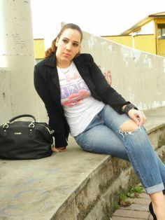 "La ""mia"" T-Shirt personalizzata #angieclausblog #newpost #newoutfit #fashion #fashionblogger #streetstyle #tshirt #tshirtpersonalizzata #outfit #gorilla #centrostampaegrafica #massarosa #sublimazione #conbipel #jacket #bag #Liujo #pimkie #boyfriend #jeans ⬇     http://angieclausblog.com/2014/11/08/la-mia-t-shirt-personalizzata/"