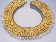 A GOLD AND CITRINE NEPALESE NAWAN NECKLACE