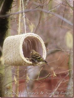 Rope & Milk Jug Bird Feeder (possible with plarn istead of robe) [ picture Tutorial]