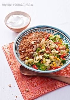 "Gemüse-Couscous ""Tandoori"", Instant-Couscous spart jede Menge Zeit / Rezept: http://www.daskochrezept.de/rezepte/gemuese-couscous-tandoori_256467.html  Foto/ Abb:   burdafood.net / Oliver Brachat"