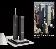 """Conhecida como """"Torres Gêmeas"""", eram um dos edifícios mais altos do mundo.  Era um complexo de edifícios na região de Lower Manhattan, Nova Iorque, Estados Unidos, em substituição ao complexo original de sete prédios que anteriormente existia no local com o mesmo nome. O WTC original, inaugurado em 4 de abril de 1973 com 110 andares, e destruído durante os ataques de 11 de setembro de 2001. Hoje o Local é um Museu e Memorial Nacional do 11 de setembro.  #AmoLego"""