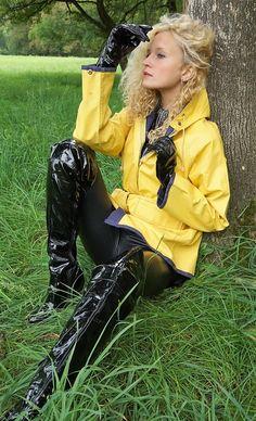 Friesennerz and vinyl chick pics) Yellow Coat, Yellow Raincoat, Black N Yellow, Imper Pvc, Rain Bonnet, Vinyl Clothing, Pvc Raincoat, Shiny Leggings, Rain Wear