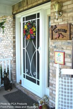 Use Your Aluminum Screen Door to Maximize Curb Appeal – farmhouse front door with screen Front Door With Screen, Wood Screen Door, Screened Back Porches, Front Porch, Aluminum Screen Doors, Gold Wallpaper Background, Front Door Paint Colors, Farmhouse Front, House With Porch