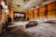 restaurantes, consultórios e até palcos de teatro: você vai se surpreender com essas fotos de construções soviéticas abandonadas.  confira: https://www.hometeka.com.br/f5/fotografo-captura-imagens-incriveis-de-construcoes-sovieticas-abandonadas?utm_content=bufferb67e7&utm_medium=social&utm_source=pinterest.com&utm_campaign=buffer