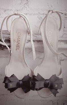 CHANEL~white sandles, black bows