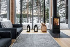 This modern log home in Finland is heated by the earth… Pluspuu Oy designed the Log Villa house in Finland as an energy efficient modern residence warmed with geothermal energy Cabin Kit Homes, Log Cabin Kits, Log Homes, Barn Homes, Cabin Plans, Tiny Homes, Prefab Log Cabins, Modern Log Cabins, Modern Prefab Homes
