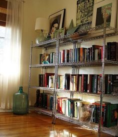 Inspiration: Metro Shelving - Nice idea to have the photos on top, and a lamp for light. Metro Shelving, Wire Shelving Units, Bookcase Shelves, Metal Shelves, Open Shelves, Ikea Living Room, Living Spaces, Ikea Omar, Utility Shelves