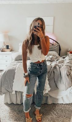 cute outfits for women \ cute outfits ; cute outfits for school ; cute outfits with leggings ; cute outfits for women ; cute outfits for school for highschool ; cute outfits for winter ; cute outfits for spring Teenage Outfits, Cute Teen Outfits, Cute Comfy Outfits, Teen Fashion Outfits, Mode Outfits, Look Fashion, Trendy Outfits, Fashion Tips, Cute Everyday Outfits