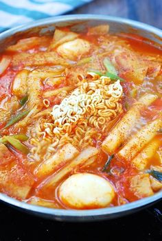"Soupy Tteokbokki (Spicy Braised Rice Cake) - Korean Bapsang - Literally translated ""stir-fried rice cake"", tteokbokki is one of the most popular snack/comfort foods at home and on the streets of Korea. This recipe is a soupy variation of spicy tteokbokki. Rice Cake Recipes, Rice Cakes, Rice Cake Snacks, Korean Dishes, Korean Food, Korean Street, Tteokbokki Recipe, Spicy Rice, Korean Recipes"