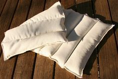 Tuto pour créer soi-même une bouillotte en graines de lin ou noyaux de cerises : http://crea.nusgo.com/tuto/bouillotte-dorsale-lin.bio