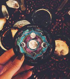 the Spirit De La Lune deck....now that's exquisitely witchy. Love it:)