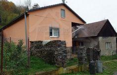 Fotka #1: Dom pod lesom na okraji obce Stará Huta