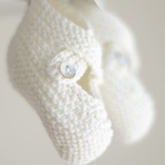 How sweet are these? Knitted Booties, Knit Boots, Baby Booties, Mini Me, Soft Colors, Baby Knitting, Little Ones, Baby Items, Lana