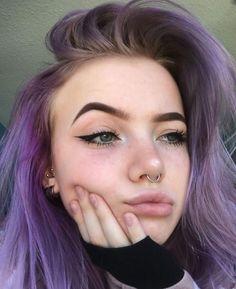 Girl With Purple Hair, Lilac Hair, Aesthetic Makeup, Aesthetic Girl, Pretty Hairstyles, Girl Hairstyles, Tumbrl Girls, Hair Streaks, Dream Hair