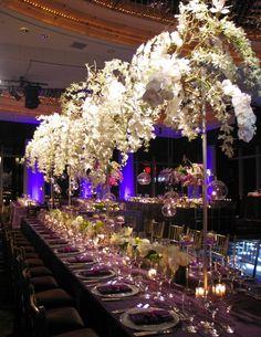 Hangin' Out with Cascading Décor - MODwedding Luxury Wedding, Elegant Wedding, Dream Wedding, Flower Centerpieces, Wedding Centerpieces, Wedding Reception Decorations, Decor Wedding, Wedding Ideas, Mod Wedding