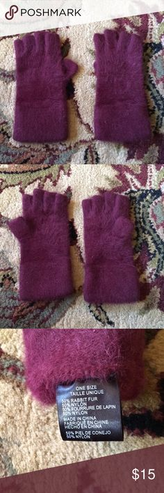 Urban outfitters gloves Worn once for 20 minutes like new condition  50% rabbit fur 50% nylon Urban Outfitters Accessories Gloves & Mittens