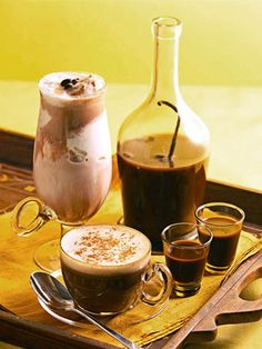 Homemade Chocolate-Coffee Liqueur made with dark-brown sugar… Chocolate Liqueur, Chocolate Coffee, Coffee Liqueur Recipe, Coffee Vodka, Coffee Drinks, Smoothies, Alcoholic Drinks, Cocktails, Beverages