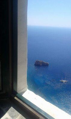 Window in Amorgos, Greece (photo by Maria Stefanidaki) Menorca, Places To Travel, Places To Visit, Santorini House, Myconos, European Summer, Window View, Portal, Through The Window