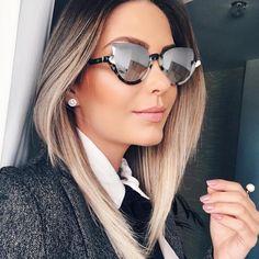A #blogger apaixonada por óculos #nayradaelli com o seu queridinho do momento. Super aprovado!! #fendi