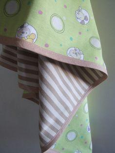 Wunderschöne Babydecke aus doppeltem BW Jersey. Schön weich, für Babys Haut sehr angenehm und auch als Puckdecke verwendbar. Beide Stoffe sind 100%...