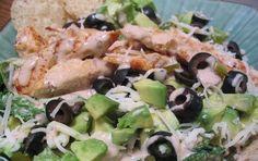 Insalata di pollo - L'insalata di pollo è un piatto freddo perfetto per la stagione estiva. Si tratta di un piatto unico facile e veloce da preparare con petto di pollo, insalata, sedano e carote, e gli ingredienti che vorrete unire a seconda dei gusti. La variante più gustosa prevede l'utilizzo della maionese e delle olive, ma anche yogurt bianco o uova sode.