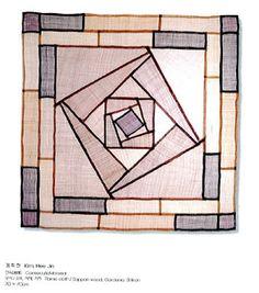 I quite like this lovely photo Star Quilts, Quilt Blocks, Monochromatic Quilt, Korean Crafts, Fiber Art Quilts, Crazy Patchwork, Fabric Journals, Silk Art, Korean Art
