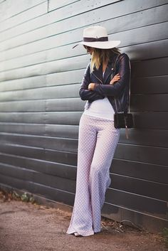 Wide leg pants love.