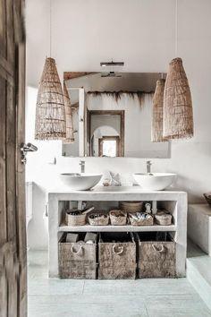 Ideas for bath room rustic white beach houses Zen Bathroom Decor, Bathroom Light Fixtures, White Bathroom, Bathroom Interior, Small Bathroom, Bathroom Lighting, Bathroom Ideas, Neutral Bathroom, Mirror Bathroom