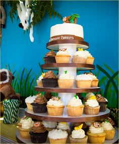 "Love this idea for cupcakes with the smash cake on top! Irelyn will have a smash ""cupcake"" on top!!"