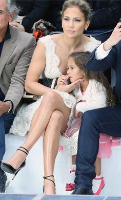 beautifull jenifer lopez with her daughter emma